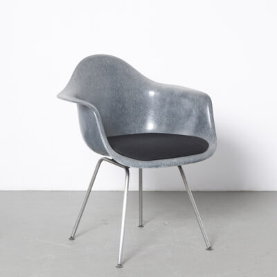 DAX chair Charles Ray Eames Herman Miller anthracite grey blue fiberglass shell armchair new black seat Plastic 1950s armrest chrome tube steel base design classic vintage retro dining room 50s fifties faded sun bleached original