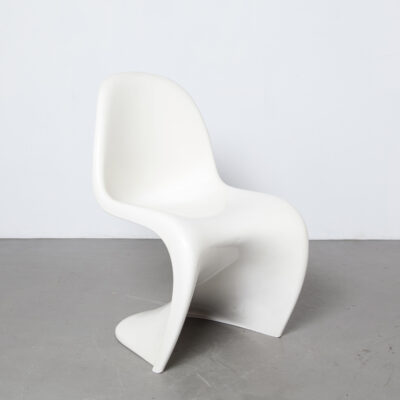 Panton Chair Verner Herman Miller original vintage white seventies fins ribs Fehlbaum Production imprinted plastic fantastic space age wavy shape design classic sculptural stackable 60s 1960s sixties pearl satin