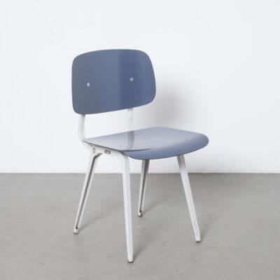 反乱の椅子アーレンド・デ・シルケルフリソ・クレイマー1950年代50年代クラシックなめらかな時代を超越したデザインヴィンテージレトロ産業オランダのデザインオリジナルパティーナXNUMX年代淡いグレーホワイトフレームシラノール陽気なブルーパグホルツシートバックパウダーコーティングされた折りたたみ鋼板