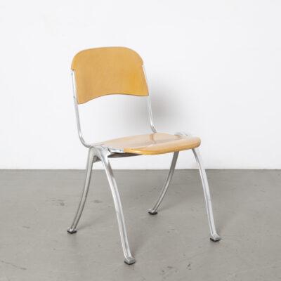 Chaise empilable en bois blond en fonte d'aluminium plié en forme de dossier de siège en contreplaqué jambes anthropomorphes sensuelles postmoderne des années XNUMX design d'occasion