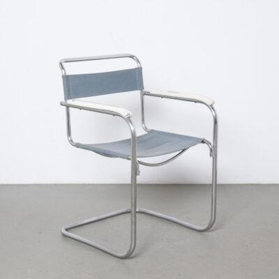 S34 Cantilever Chair Mart Stam raros primeros tornillos atornillados Thonet Mücke Melder Slezák tejido de hilo de hierro Eisengarn original estructura de acero tubular cromado en níquel azul 1930 reposabrazos de madera blanca de los años XNUMX Bauhaus vintage retro mediados de siglo moderno