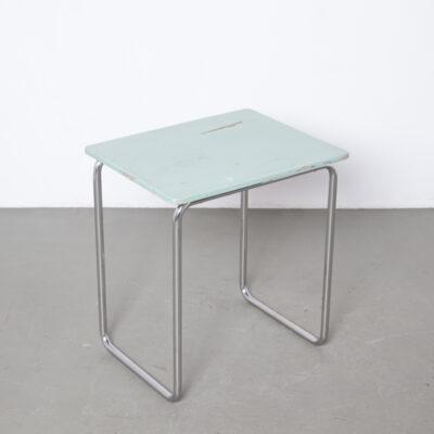 Table d'appoint Robert Slezák rare au début du Bauhaus République tchèque vis vissées Thonet Mücke Melder plateau en bois d'origine peint en bleu nickel chromé tube de cadre en acier tubulaire années 1930 années XNUMX vintage rétro moderniste du milieu du siècle