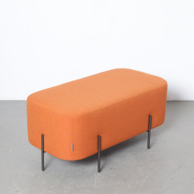 Elefantenbank Hocker Isaac Piñeiro Sancal Spanien Nadadora Design Dickhäuter geometrisches Rechteck abgerundete Kanten Tierra Collection Leinen Graphit galvanisiert schwarz Chrom Beine Sitz Fuß Hocker Ottomane Fußstütze Tuffet Salon Tisch Tablett