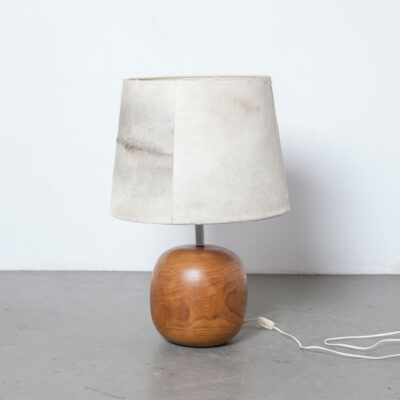 Cowhide lamp shade spherical wood lamp base solid bird's-eye maple handcrafted signed RB 85 branded cow skin stem post vintage retro 80s design secondhand table light 1980s eighties sphere