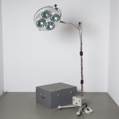 Sofia Varimex L-10 Mobile Field Operating Lamp FAMED-1 Poland trunk standing operation light hospital medical army eastern block doctors work industrial transport box wood wheels battery powered transformer cabinet adjustable
