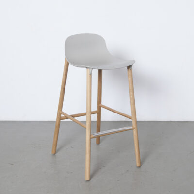 Sharky low backrest stool barstool Neuland Industriedesign Eva Paster Michael Geldmacher Kristalia Italy solid wood legs plastic seat fin-shaped coupling element modern design secondhand contemporary 2010s