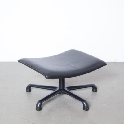 Poef P141 Geoffrey Harcourt Artifort Black Leather Netherlands anodised aluminium five-toe base business office feel vintage retro design lounge easy seat 좌석 중고 XNUMX 년대 XNUMX 년대 호커 풋 스툴 오토만 풋 레스트 tuffet pouf bench