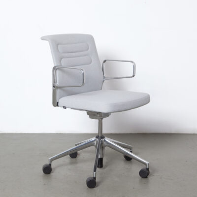 AC5 Studio office chair Antonio Citterio Vitra Germany Plano duotone cream white sierra grey polished cast aluminum arm five-toe base wheels modern work environment dignified elegance contemporary seat seating twenty design desk conference