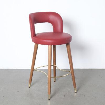 Salvo HS taburete de bar Satelliet Netherlands Red Leather armazón de madera de haya maciza acabado en nogal clásico calcetines chapados en latón reposapiés para pies respaldo abierto asiento asiento taburete diseño moderno de segunda mano contemporáneo 2010s