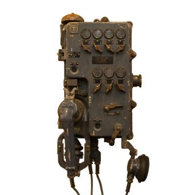DDR / GDR东部集团声音供电的电话壁挂式安装工业老式复古电话古色铸金属工厂隧道煤矿船船舶海事装饰对象装饰旧坚固耐用工作环境