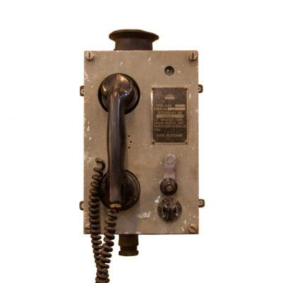 Telos Krakow Poland APK مجموعة ثانوية هاتف يعمل بالطاقة الصوتية مثبتة على الحائط مثبتة على الحائط الصناعي العتيق الهاتف الزنجار المصبوب المعدني المصبوب نفق منجم الفحم والسفينة البحرية ديكور كائن قديم وعرة بيئة عمل صعبة
