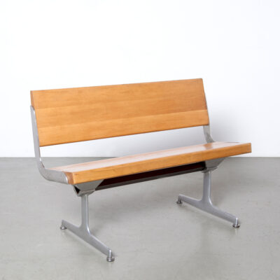 -대기실 벤치 -Nederlandsche-Bank-Artifort-frame-blond-solid-oak-polished-stainless-steel-brackets-cast-aluminum-feet-legs-vintage-60s