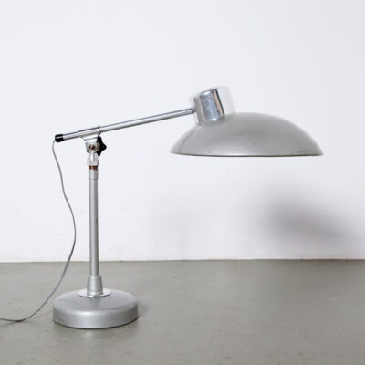 -Desk-Lamp-Ferdinand-Solère-Solere-Paris-gehamerde-lak-finish-bleek-grijs-Fitting-B22-bajonet-industrieel-vintage-jaren 50