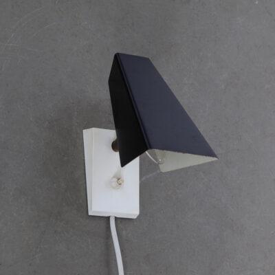 -anvia-wall-lamp-small-white-base-black-shadow-Hoogervorst-60s-vintage-holandês-design