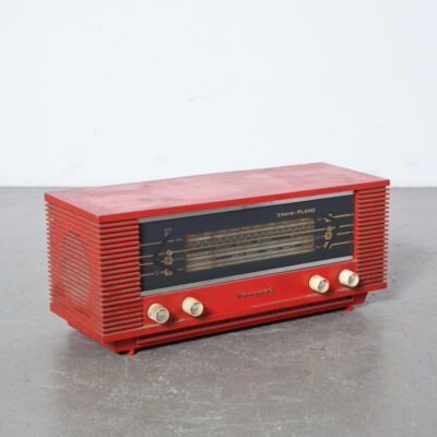 Philips PLANO B3X45U 00L Netherlands Tube Radio red plastic housing table model original condition buttons back panel front glass emblem As-Is decor piece vintage retro 1960s sixties industrial Dutch design Broadcast Receiver Miniwatt Superheterodyne Short Wave band Loudspeakers