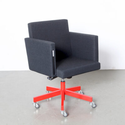 -AVL-Office-Chair-Lensveld-desk-conference-hidden-fold-out-writing-height-ajustável-Atelier-van-Lieshout-modern