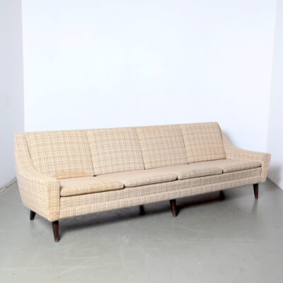 -Vintage-checkered-4-seater-sofa-elegant-mid-century-stains-almofadas-reversible-danish-style 50s