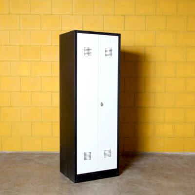 -vintage-locker-schwarz-grau-80er-schrank-stahl-ankleideraum-gymlocker