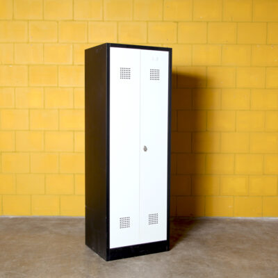 -винтаж-шкаф-черный-серый-80-х-шкаф-сталь-гардеробная-шкафчик