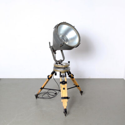 -industrial-surveyors-tripod-lamp-adjustable-eyecatcher-vintage-wood-steel