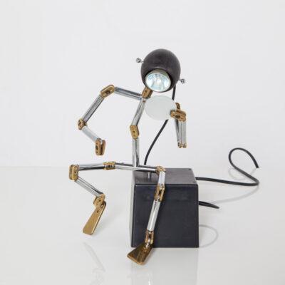 OSQAR机器人灯Ygnacio Baranga Kumade香港机器人的灯表邮政现代设计对象铬黄铜可移动关节毛玻璃盘可调80年代1980年代XNUMX年代复古