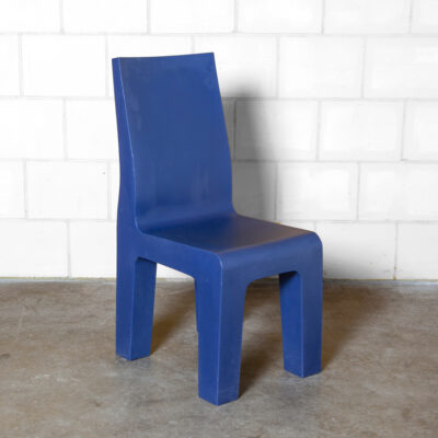 Centraal Museum chair Richard Hutten Droog Design Gispen purple cobalt blue one-piece plastic rotation molded LDPE hard polyurethane stately indoor outdoor sturdy Post Modern postmodern nineties 90s 1990s seating Central