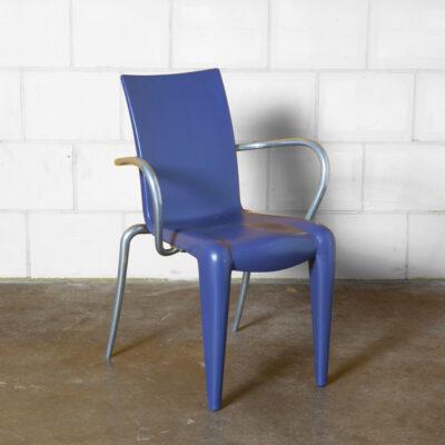 Louis 20 Philippe Starck Vitra púrpura cobalto azul apoios de braço soprado polipropileno alumínio polido leve empilhável reciclável curvilíneo assento elástico para trás interior exterior francês King Post Moderno pós-moderno vintage retro anos noventa 90s 1990s