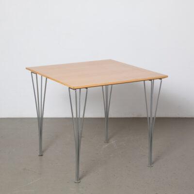 Fritz Hansen Span Leg Table Square Beech Piet Hein Bruno Mathsson Arne Jacobsen Super Ellipse مطلي بالكروم سلك فولاذي استدقاق مستدق قابل للإزالة حزمة مسطحة أعلى حافة مشطوفة تصميم الحداثة الستينيات الستينيات الستينيات خمر الرجعية