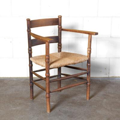 كرسي هولندي ، أرجل مقلوبة ، أرجل أعشاب البحر ، راش ، مقعد من القصب منسوج متسرع من الخشب الصلب ، إطار من خشب البلوط الداكن ، كرسي بذراعين ، تصميم مقاعد ، فنون وحرف عتيقة ، ثلاثينيات القرن الماضي ، الثلاثينيات ، العتيقة الكلاسيكية