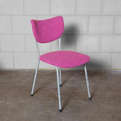 De Wit モデル 2211 Selekt Chair Toon Gebroeders Schiedam 曲がった淡いグレーの塗装された管状のスチール フレーム 平らにされた背もたれ サポート 最近のマゼンタ ピンクの織布張りの座席 オランダのデザイン ヴィンテージ レトロ 50 年代 1950 年代 XNUMX 年代半ば 現代 モダン