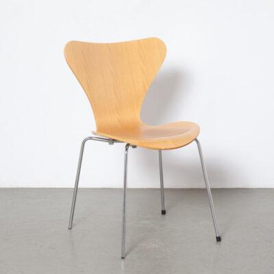 Vlinderstoel beuken Arne Jacobsen Fritz Hansen Denemarken Serie 7 Stoel blond stapelbaar jaren 50 jaren 1950 vintage retro design klassiek chromen poten eetkamer fineer midden van de eeuw modern