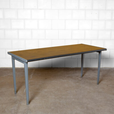 Gispen Table Desk Kleurodesk7800-セリエARコーデメイヤーブラックリノリウムトップダークグレーグレー折り畳みシート-スチールレッグ着用ボロボロの緑青プラスチックエッジオフィスミーティング頑丈な地味なダッチデザインインダストリアル50年代1950年代XNUMX年代ヴィンテージレトロ
