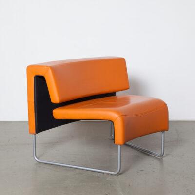 Диван-скамья Dorigo Design Sitland оранжевый вогнутая внутри снаружи изгиба изгиба Модульная система сидений для дивана Arte´s Fiorenzo, соединяющая соединение, соединяющая серебристо-серая стальная трубчатая рама из экокожи skai modern modern 2000-х