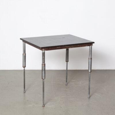 Стол с амортизатором ручной работы самодельный черный фанерный стол промышленный стол учеба студент работа части корпуса сварные серебряные постмодернистские постмодернистские винтаж ретро 80-е 1980-е XNUMX-е