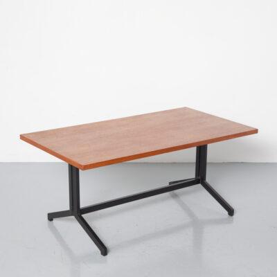 EekaKampenコーヒーテーブルFrizoKramer Coen deVriesオリジナルの木製ベニヤトップブラックメタルフレーム脚なめらかなオランダオランダのデザインヴィンテージレトロ60年代1960年代XNUMX年代ミッドセンチュリーモダンインダストリアル