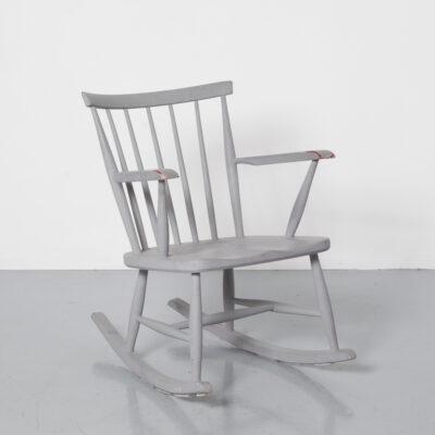 Кресло-качалка Pastoe Spindle Back, серое, готовое к огорчению, фантастический бордово-красный грунт, датский деревенский деревенский стиль, массивное деревянное кресло, кресло, винтажное ретро, 60-е, 1960-е, шестидесятые, середина века, модерн